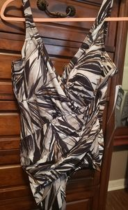 NWT Miraclesuit slimming swin suit SZ 18